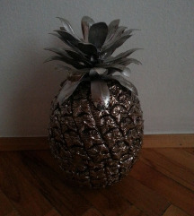 Golem nov dekorativen ananas