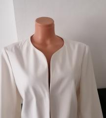 Novo elegantno belo palto