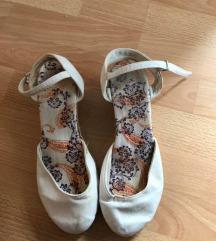 Beli sandalki