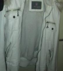 Бела кожна јакна