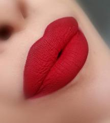 Моќни црвени усни *течен кармин + молив*