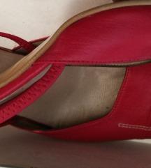 Црвени кожни штикли