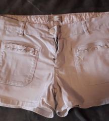 Бели кратки шорцеви
