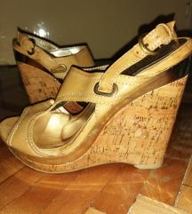 Кремасти сандали на платформа- 35