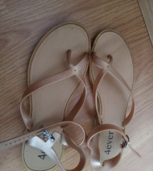 Gumeni sandali i vlecki za plaza