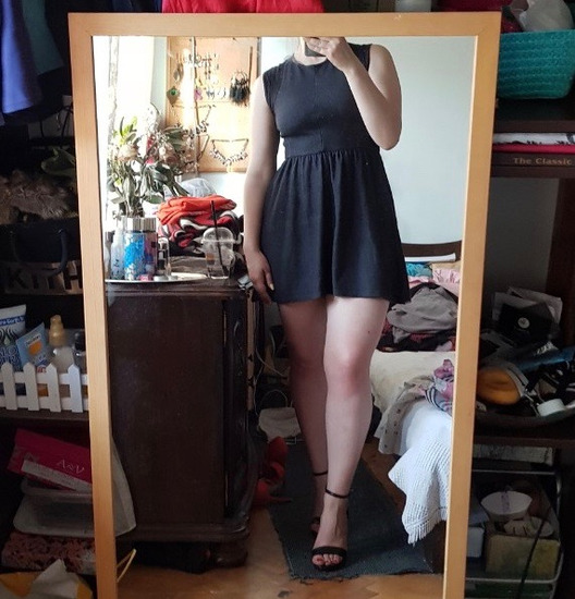 Црно фустанче