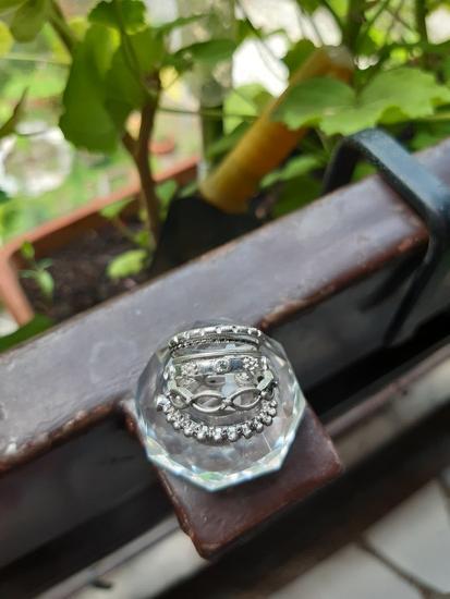 6 прстени со циркончиња