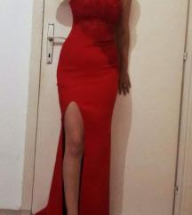 Crven dolg fustan