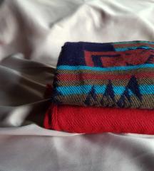 2 топли шалчиња