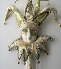 Dekorativna  maska za zid