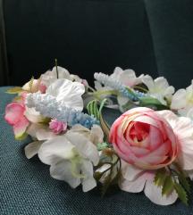 НОВО Цветно венче