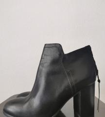 Bata црни кожени чизмички