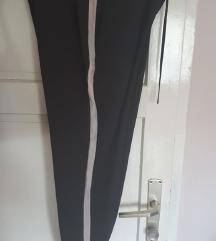 Zara Pantaloni М број ама одговара и на С
