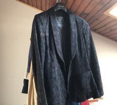 Црно свечано сако од чипка бр 38