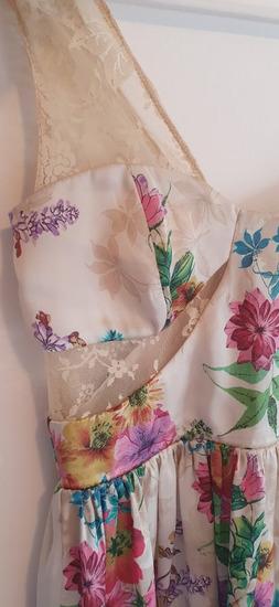 Cvetno fustance so cipka