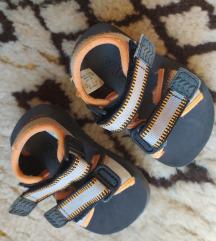 Sandali 19