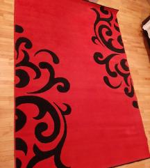 Crveno crn tepih