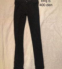 Pantaloni Bershka crni POPUST 250 den