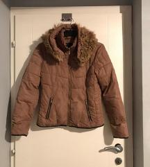 Preubava jakna so krzno