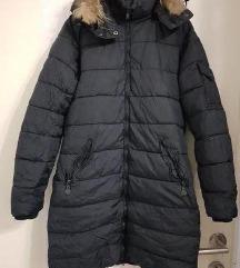Долга црна јакна