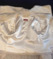 Бело палто со крзно