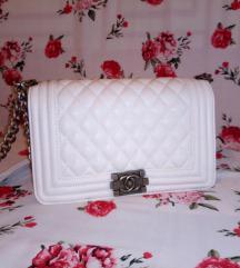 Chanel бела ташна