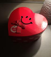 Kutija vo forma na srce nova