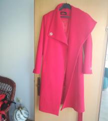 Preubav crven kaput