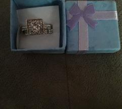 Nov srebren prsten so zig
