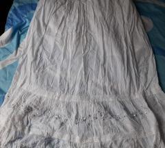 bela raskosna suknja