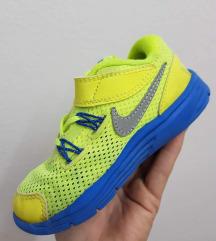 Nike flexi patiki br.25