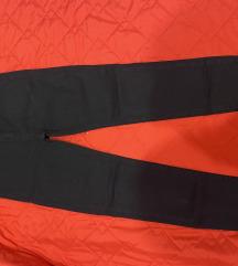 Црни тенки фармерки