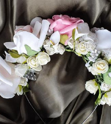 Цветно бело венче!