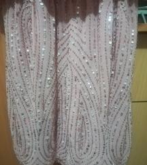 Svecen rozev fustan