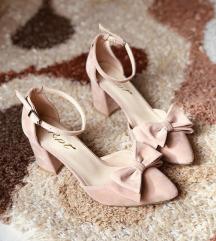 Розови сандали со панделка бр. 40