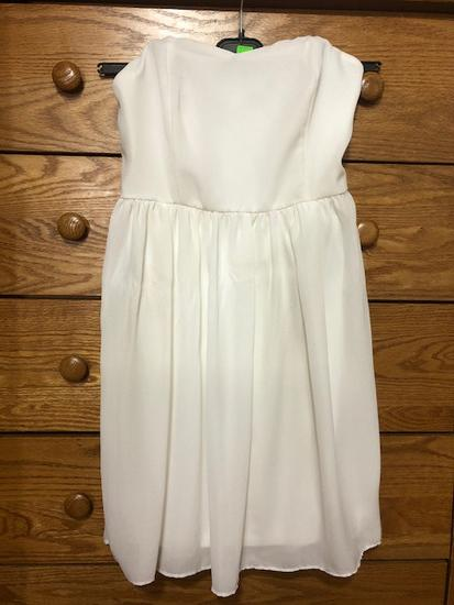 бел фустан без ракави s величина