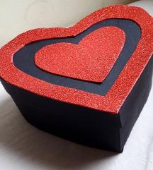 Кутија со чоколатца