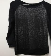 Блузичка со чипкани ракави