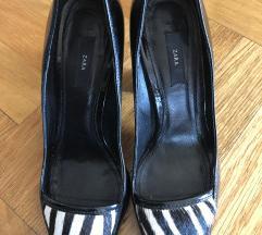 Novi lakovani sandali so krzno