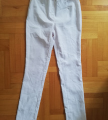 Novi beli pantaloni