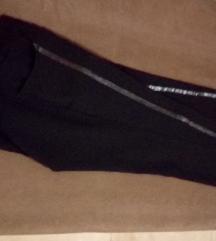 Novi pantaloni so kozna lenta