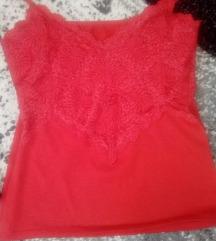 нова црвена маичка со чипка