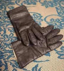 Црни кожни ракавици
