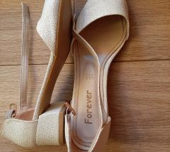 Бисерно бели чевли