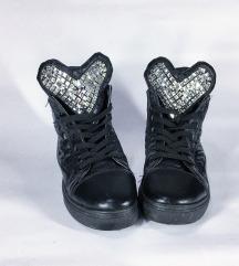 Нови не-носени чевли со циркони