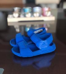 Adidas sandali br 25 kako novi