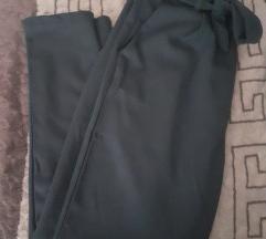 NOVI crni pantaloni