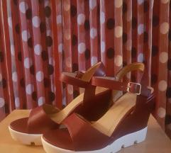 Нови сандалки на полна пета