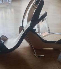 Sandali so kristalna prozirna stikla