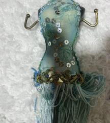 dekorativen nov drzac za nakit